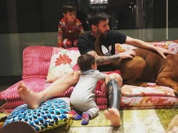 Messi y sus hijos junto a Hulk