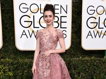 Lily Collins luce un elaborado vestido de Zuhair Murad en rosa