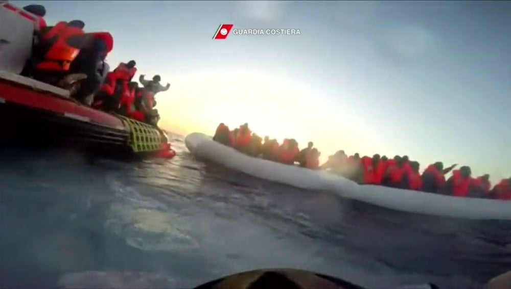 Frame 26.349826 de: Rescatados 800 migrantes en las últimas horas