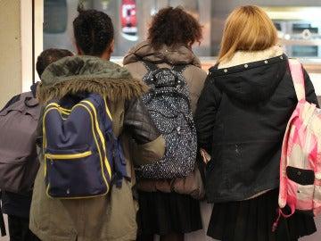 Adolescentes en un colegio
