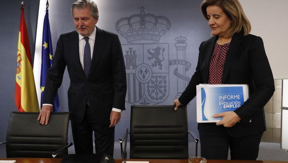 Íñigo Méndez de Vigo y Fátima Báñez a su llegada a la rueda de prensa