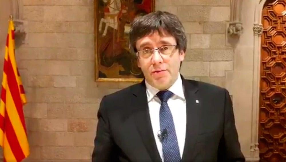 Carles Puigdemont durante un vídeo de Twitter