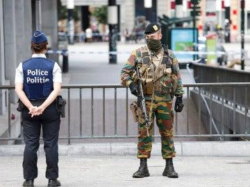 Militares hacen guardia en Bégica