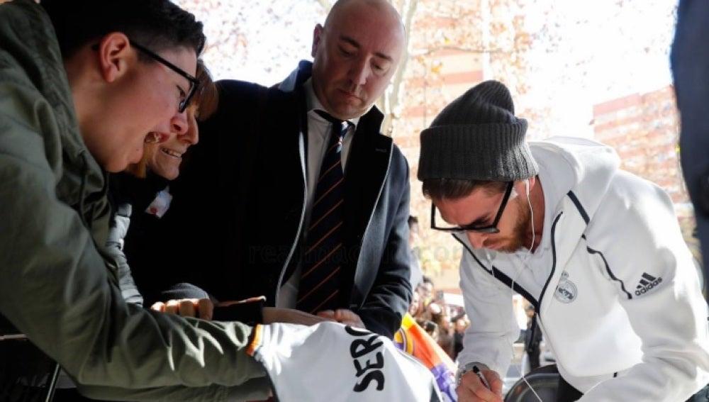 Sergio Ramos, en la llegada del Real Madrid al hotel en Sevilla