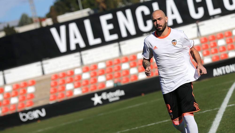 Zaza posa con los colores del Valencia