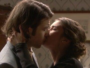 Beatriz besa a Ismael en los labios desordenando sus sentimientos