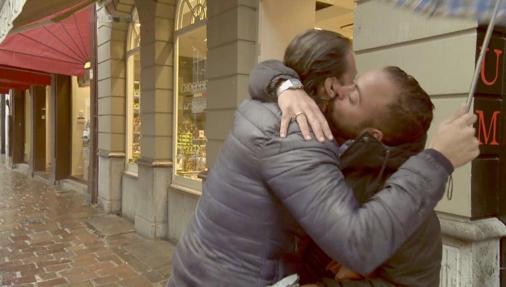 El 'doctor liendre' cumple el sueño de su recién esposo