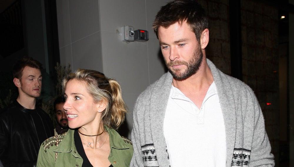 Elsa Pataky y Chris Hemsworth pasean por Los Ángeles de la mano