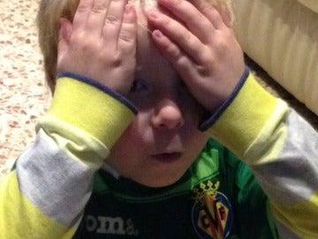 La reacción de Manuel, aficionado del Villarreal, al abrir el paquete de cromos