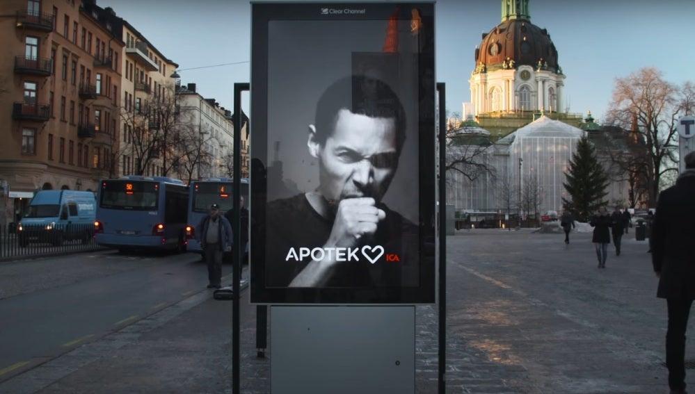 El cartel inteligente que tose cuando alguien pasa fumando cerca