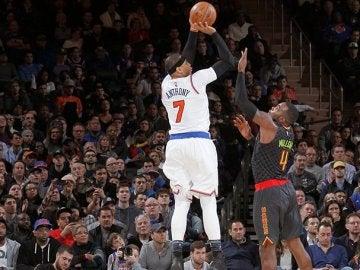 Carmelo Anthony lanzando a canasta