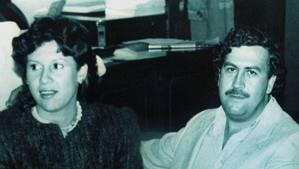 Pablo Escobar junto a su mujer