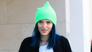 Bella Thorne se pasa al pelo azul