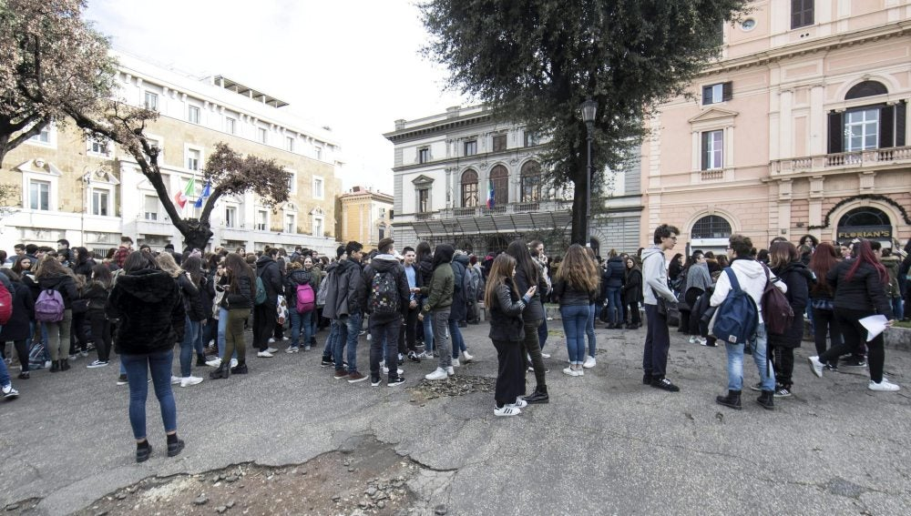 Colegio evacuado en Italia tras el terremoto en Roma