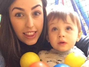 Nicole Duggan y su hijo Riley