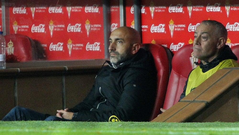 Abelardo, durante un partido con el Sporting