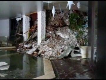 Frame 6.440112 de: Varios muertos en el hotel sepultado por un alud en Italia en el que estaban atrapadas 30 personas