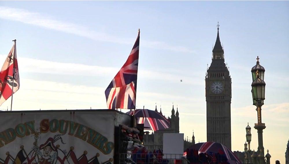 Frame 38.123283 de: Los inmigrantes que viven en Gran Bretaña temen ser utilizados como moneda de cambio