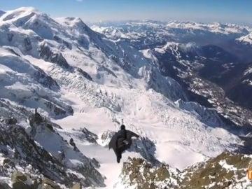 Salta al vacío a más de cuatro mil metros de altura