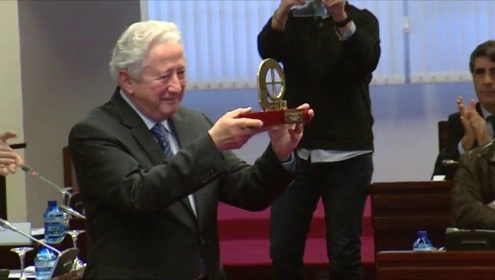 Frame 33.590222 de: Antonio Pelayo es galardonado con el Premio Especial de la Conferencia Episcopal por su trayectoria