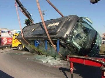 Frame 1.976896 de: En libertad con cargos el conductor del autobús escolar volcado en Fuenlabrada que dio positivo en cocaína