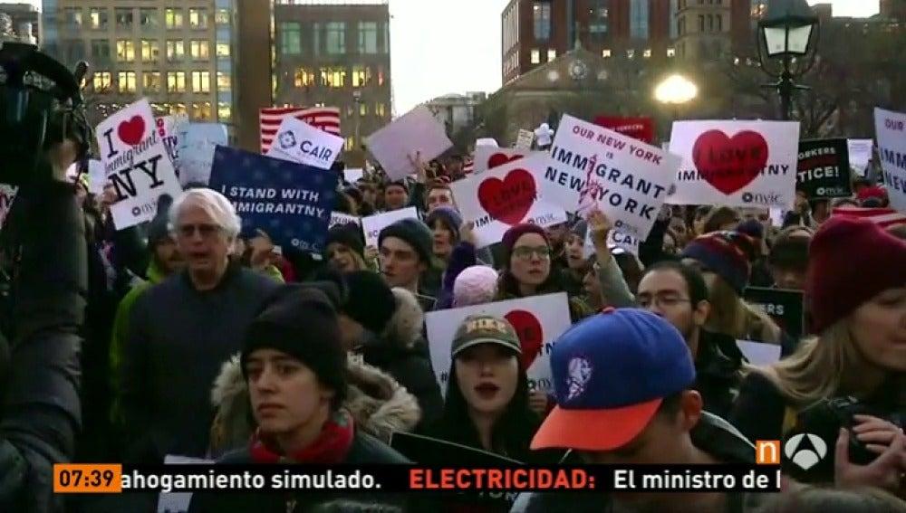 Frame 1.715555 de: protestas