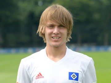 Halilovic posando con la camiseta del Hamburgo