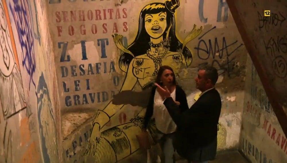 """Frame 2.973143 de: Ruth a Jaime: """"¿Un puticlub?, según que cosas no van conmigo"""""""