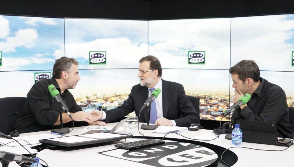 Mariano Rajoy, antes de comenzar su entrevista con Carlos Alsina en 'Más de Uno'