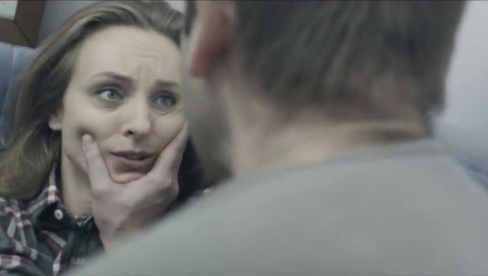 Frame 27.209444 de: Pegar a la mujer o a los hijos no será delito en Rusia