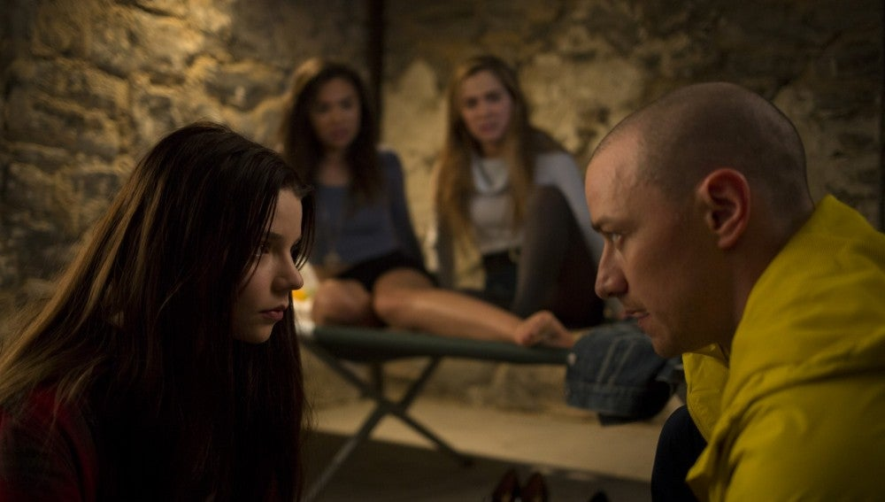 Anya Taylor Joy y James McAvoy en 'Múltiple'
