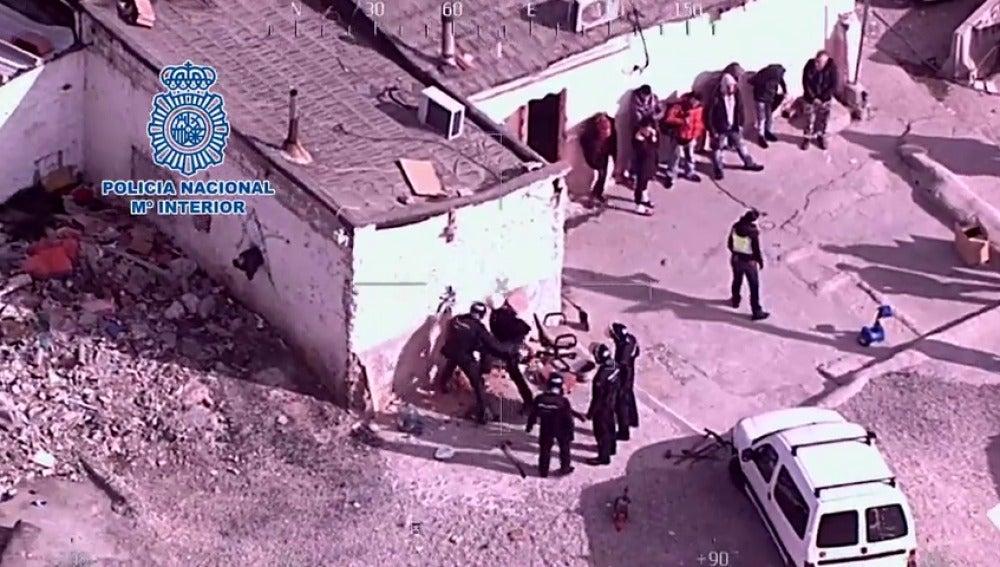 """Frame 18.96 de: Veintinueve detenidos en una operación contra """"taxis de la droga"""" en Madrid"""