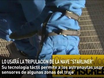 Frame 18.156913 de: La NASA promociona un nuevo traje espacial diseñado por Boing