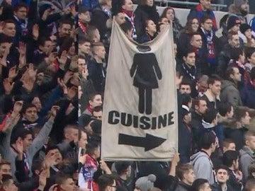 Pancartas machistas en el estadio del Lyon