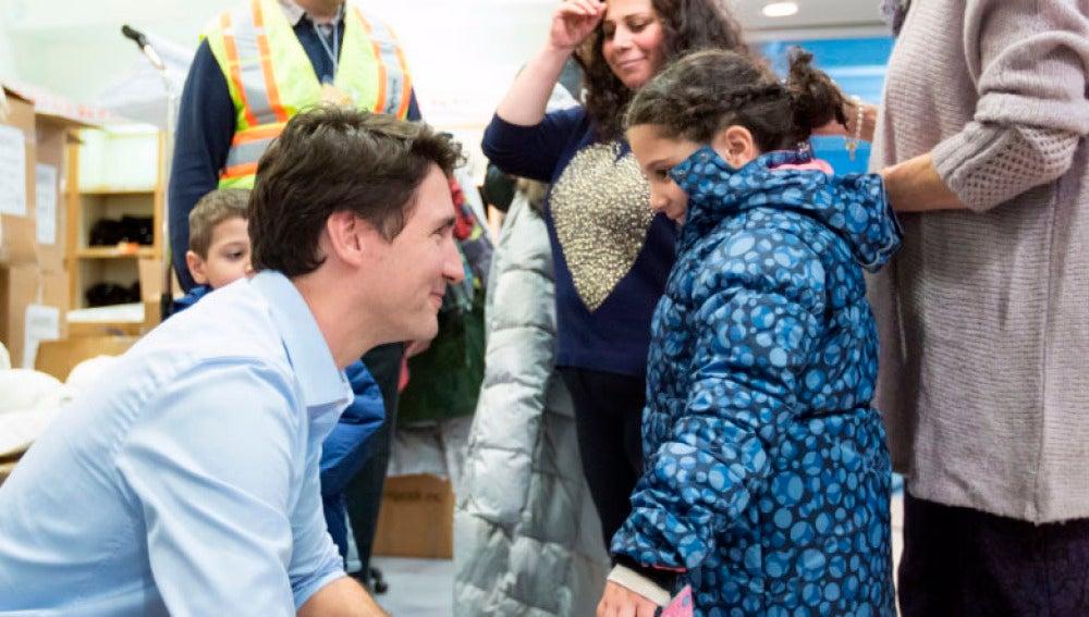 El primer ministro de Canadá recibe a los refugiados