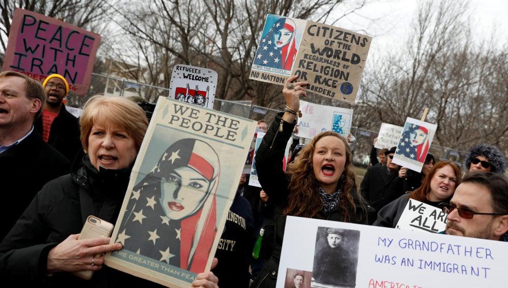 Protestas contra Donald Trump en las puertas de la Casa Blanca