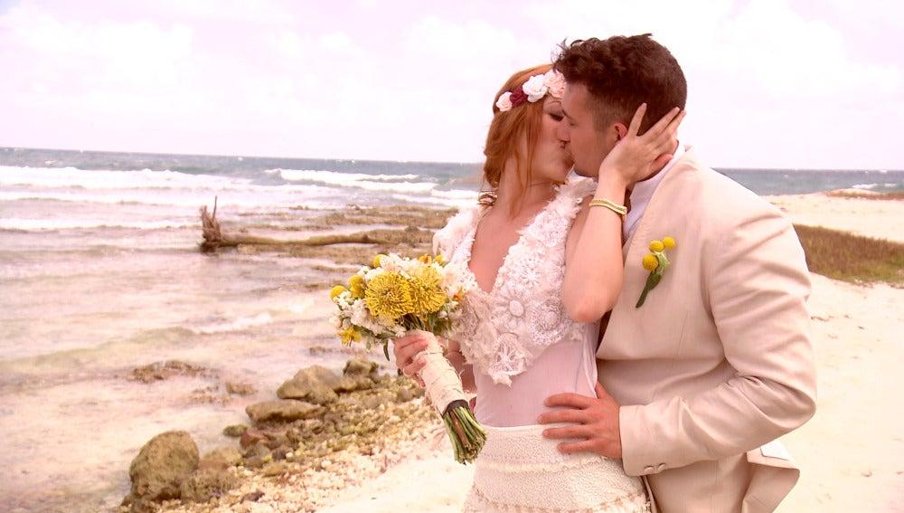 Samantha, adicta a los besos de su marido Juan Diego