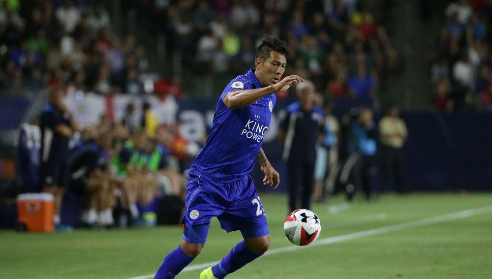 Ulloa durante un partido con el Leicester