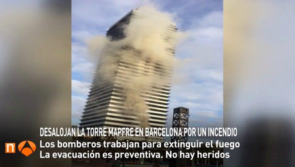 Frame 11.423729 de: Un incendio en un restaurante obliga a desalojar la Torre Mapfre de Barcelona