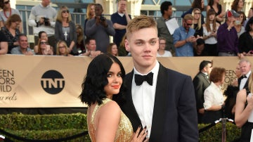 Ariel Winter posó junto a su novio Levi Meaden