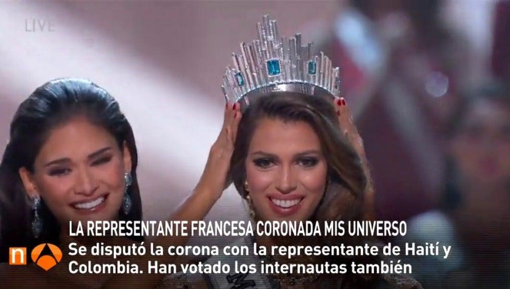 Frame 23.84 de: La representante francesa es coronada Mis Universo frente a la haitiana y colombiana