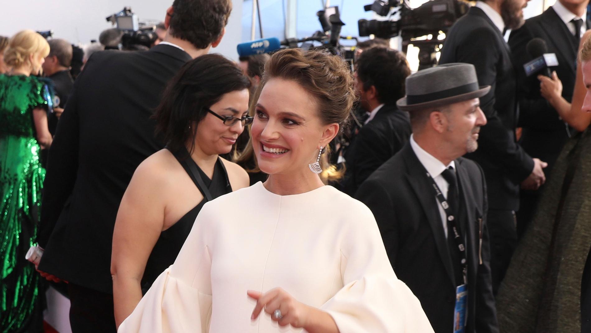 Natalie Portman embarazada de nueve meses