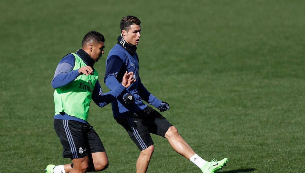 Cristiano Ronaldo y Danilo durante el entrenamiento