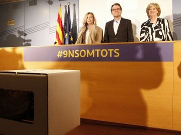 El expresident de la Generalitat Artur Mas, junto a las exconselleras Joana Ortega e Irene Rigau