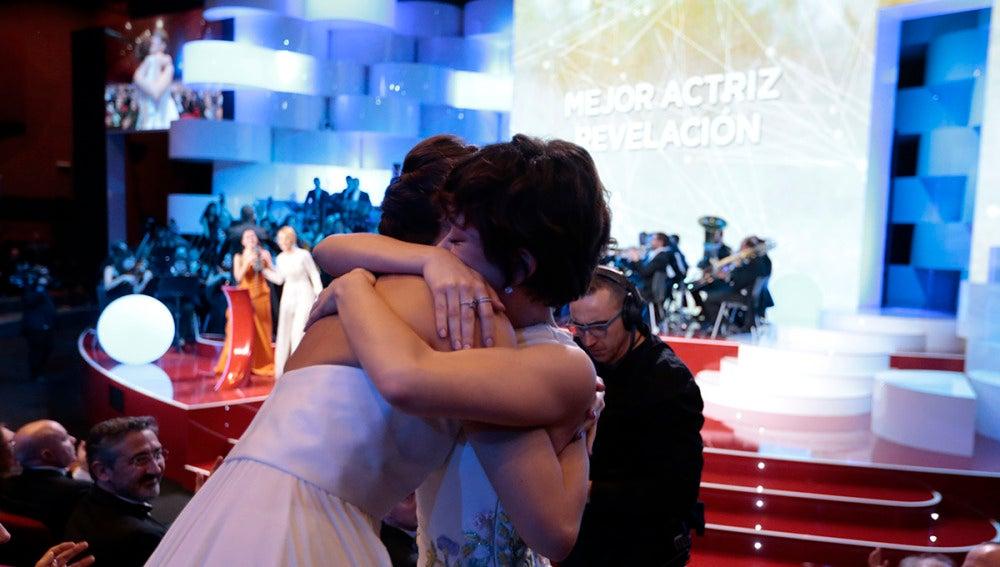 El sincero abrazo entre Belén Cuesta y Anna Castillo