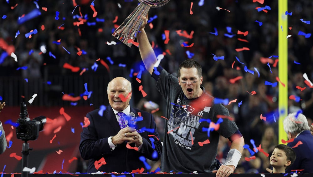 Tom Brady levanta la Super Bowl
