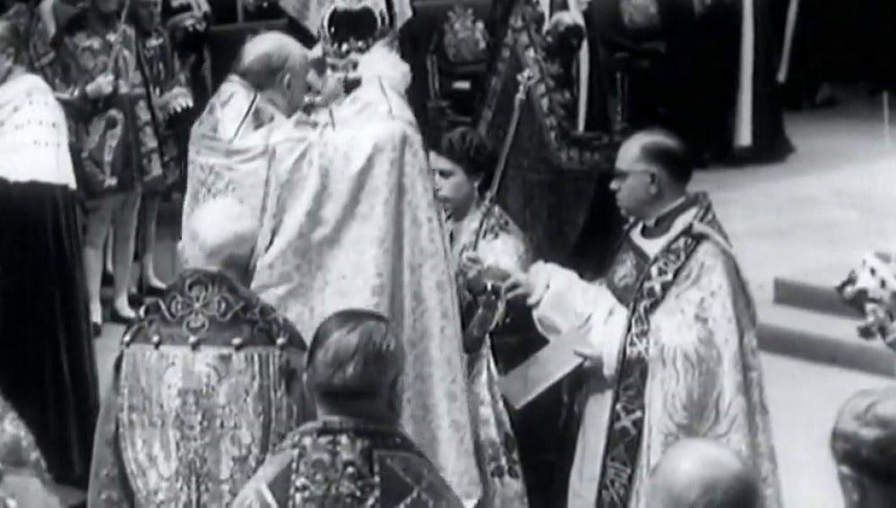 Frame 20.713573 de: Isabel II lo celebrará en privado
