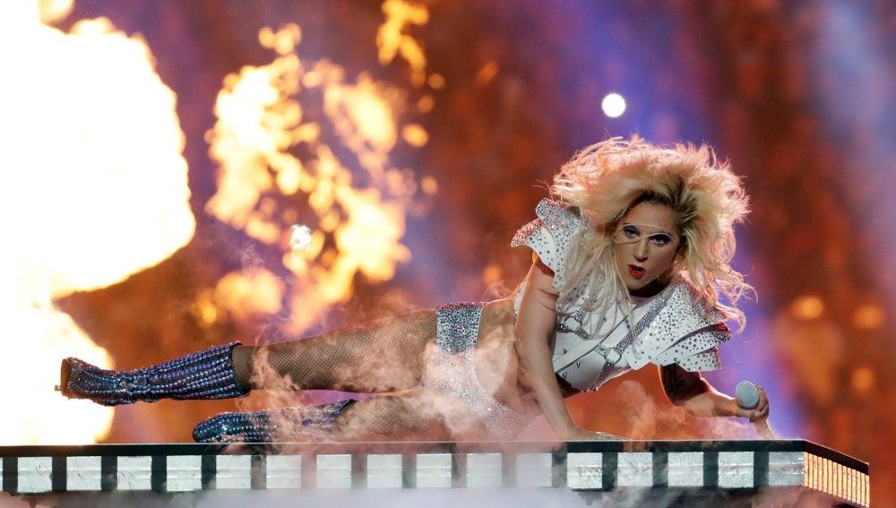 Gaga fue auténtico fuego durante su show