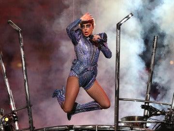 Lady Gaga durante su actuación en la Super Bowl