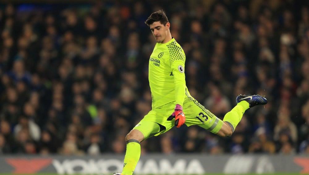 Courtois durante un partido contra el Chelsea